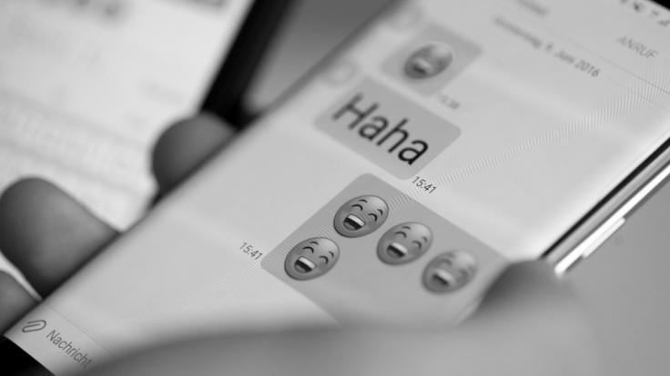 Sind unsere Smartphone-Displays bald schwarz-weiß?