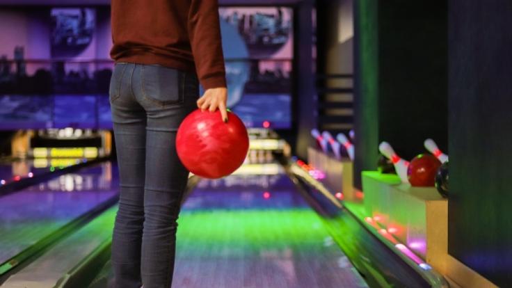 Das Mädchen wurde in einem Bowlingcenter in Großbritannien von zwei Jungen sexuell belästigt. (Foto)