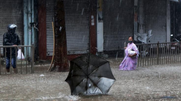 Etliche Straßen Indiens wurden durch den Sturm überflutet. (Foto)