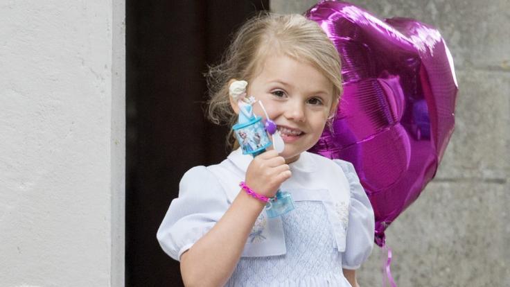 Die älteste Tochter von Schwedens Kronprinzessin Victoria heißt mit vollem Namen Prinzessin Estelle Silvia Ewa Mary.