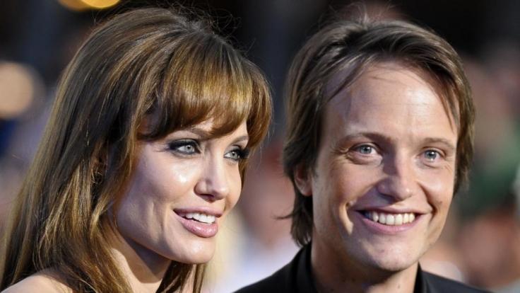 Strahlten bei der Filmpremiere in Berlin um die Wette: Angelina Jolie und August Diehl. (Foto)