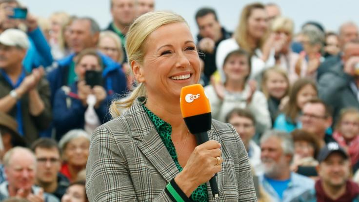 """Auf Publikum muss Andrea Kiewel im """"Fernsehgarten"""" aktuell verzichten. (Foto)"""