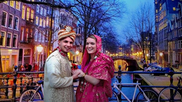 Amy und Pietro heiraten in Partylaune spontan in Holland nach einem hinduistischen Ritual uns schocken damit am nächsten Tag den armen Papa von Amy. (Foto)
