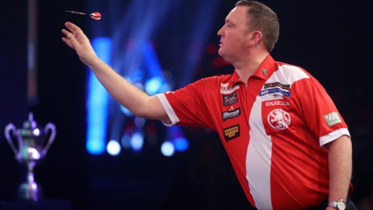 Glen Durrant konnte sich im Finale der Premier League of Darts 2020 gegen Nathan Aspinall durchsetzen und den Titel einstreichen. (Foto)