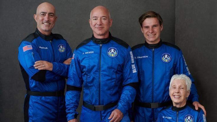 Jeff Bezos fliegt am Jahrestag der ersten Mondlandung mit drei weiteren Menschen ins All. (Foto)