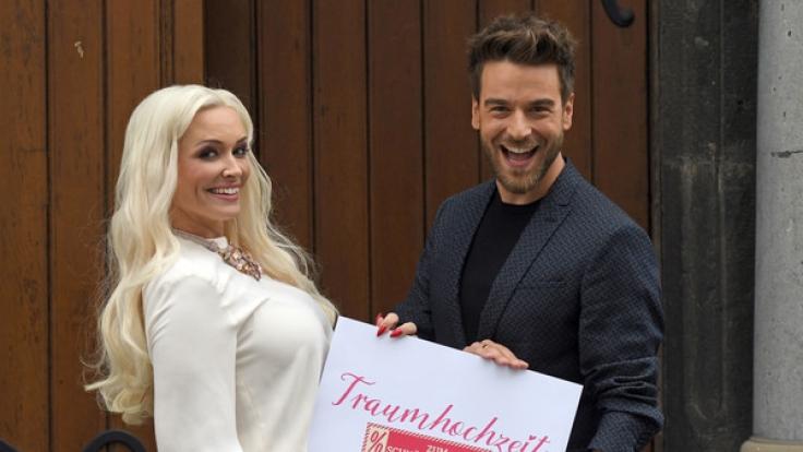Daniela Katzenberger (l) und Eric Schroth (r) bei ihrer neuen RTL 2 Dokusoap
