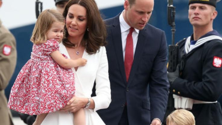 Prinz William, seine Frau Herzogin Kate und ihre beiden Kinder Prinz George und Prinzessin Charlotte, landen auf dem Flughafen in Warschau.