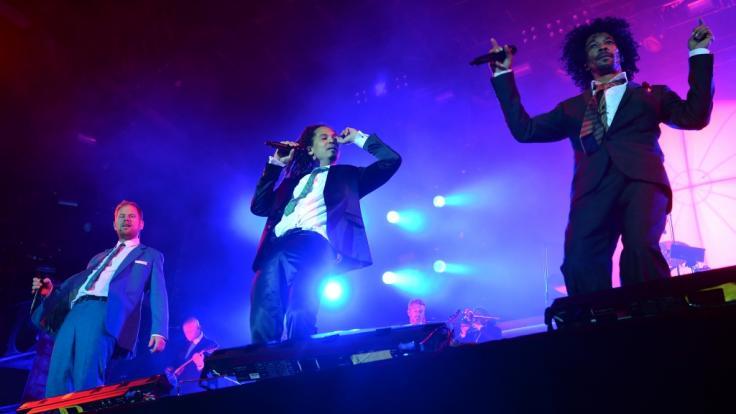 Peter Fox, Frank Dellé und Boundzound der Band Seeed (von links) beim Lollapalooza Festival in Berlin 2015. (Foto)