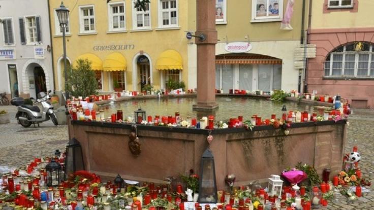 Trauerbekundungen in ihrem Heimatdorf. (Foto)