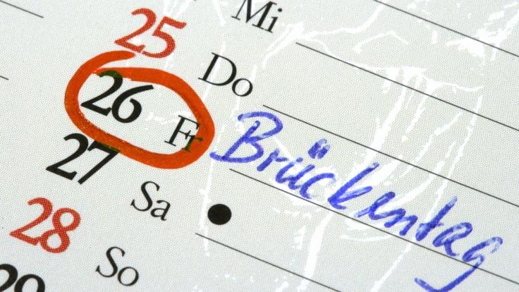 Mit sogenannten Brückentagen können Arbeitnehmer möglichst viel Urlaub rausschlagen.