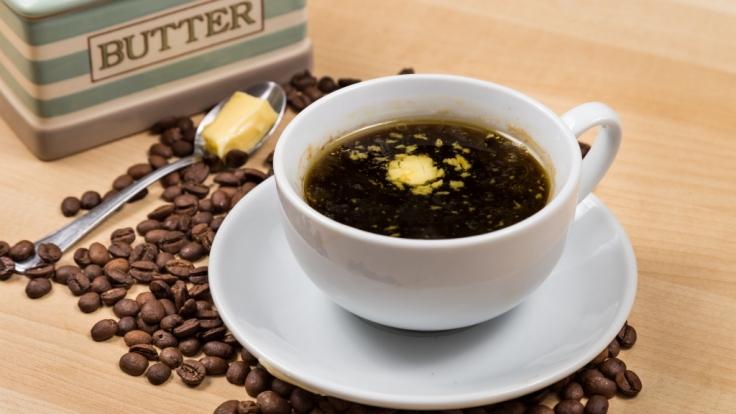 Butter im Kaffee? Der Morgentrunk soll ein wahrer Energiespender sein!