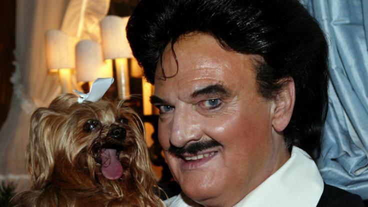 Modeschöpfer Rudolph Moshammer (1940 - 2005) und sein Hund Daisy waren zu Lebzeiten unzertrennlich. (Foto)