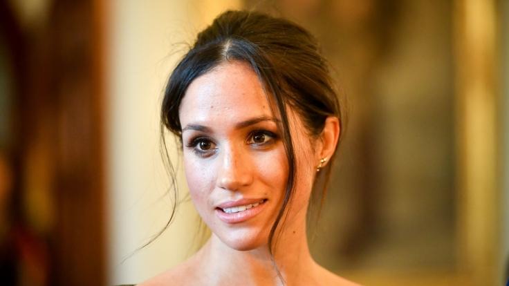 Meghan Markle fliegen die Herzen der Royal-Fans nur so zu - doch im Königshaus sorgt die 36-Jährige für ordentlich Zoff. (Foto)