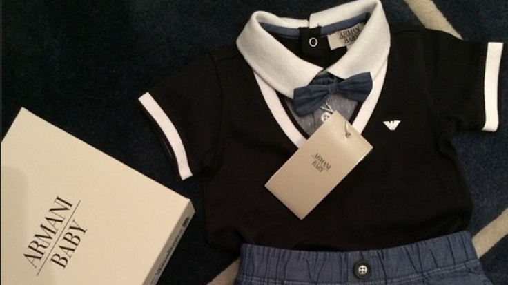 Neben Ralph Lauren und Burberry findet sich natürlich auch Armani in Pixies Kleiderschrank.