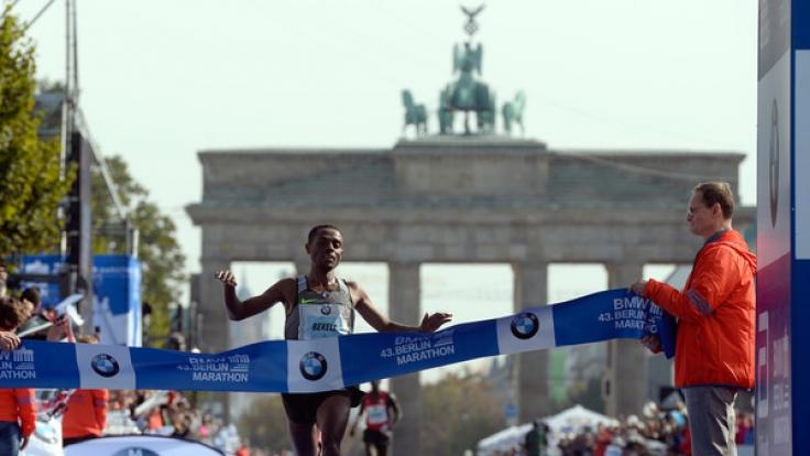 Der Äthiopier Kenenisa Bekele war der Schnellste beim Berlin-Marathon 2016. (Foto)