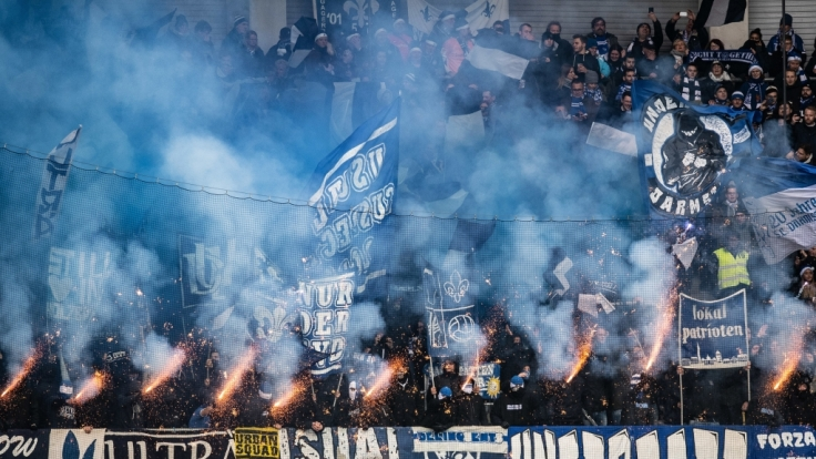 Mit vollem Einsatz zeigen die SV Darmstadt-Fans, welches Team sie siegen sehen wollen. (Symbolbild) (Foto)