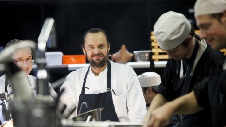 """Starkoch Mario Lohninger in der Küche des """"Cocoon"""" 2010. (Foto)"""