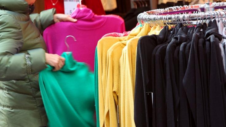 In vielen Kleidungsstücken sind giftige Stoffe enthalten, die Krebs auslösen können.