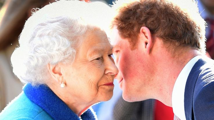 Auf Küsschen von ihrem Enkel Prinz Harry muss Queen Elizabeth II. in diesem Sommer wohl oder übel verzichten.