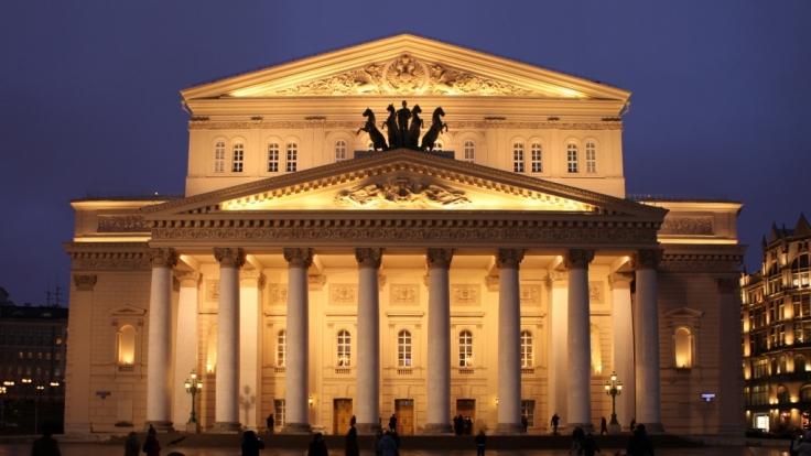 Schock-Vorfall am Bolschoi-Theater in Moskau: Der Schauspieler Yevgeny Kulesh wurde von der Hintergrundkulisse zerquetscht. (Foto)