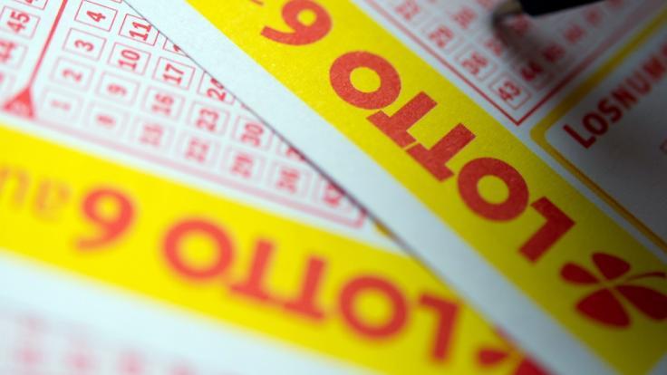 Mit wenigen Kreuzchen zum Lottogewinn - diesen Traum hegen Millionen Bundesbürger. Doch wem ist das Lottoglück statistisch gesehen hold? (Foto)