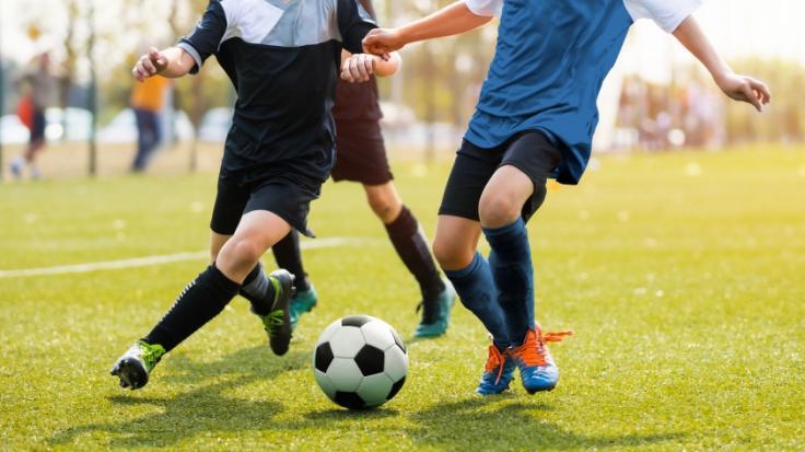 Eine Kneipenschlägerei endete für den 25 Jahre alten englischen Fußballer Jordan Sinnott tödlich (Symbolbild). (Foto)