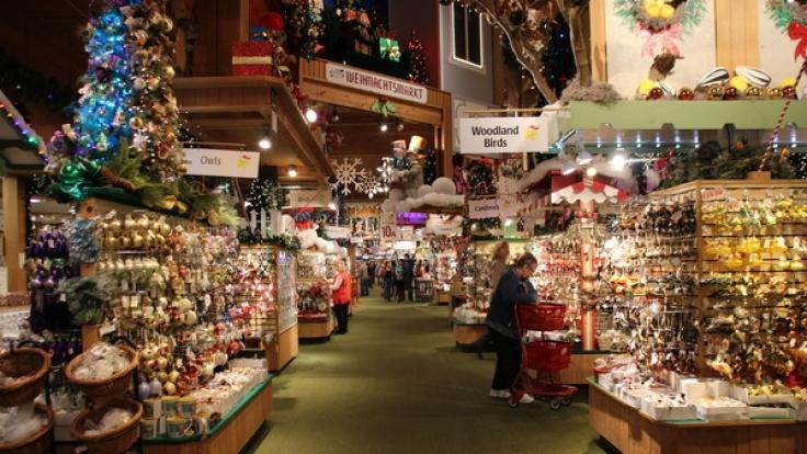 Auf 8000 Quadratmetern können die Kunden Weihnachtsdeko shoppen.