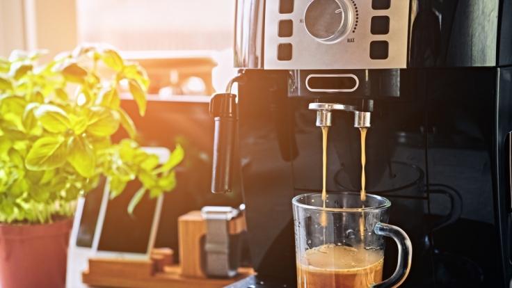 Stiftung Warentest hat 13 Kaffeemaschinen für Kapseln und Pads getestet.