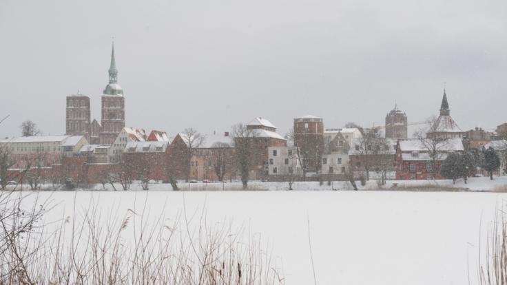 Nach den Schneefällen ist Mecklenburg-Vorpommern vielerorts weiß verhüllt.