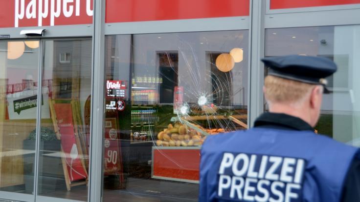 Polizeibeamte schießen in Fulda einen mutmaßlichen Randalierer nieder.