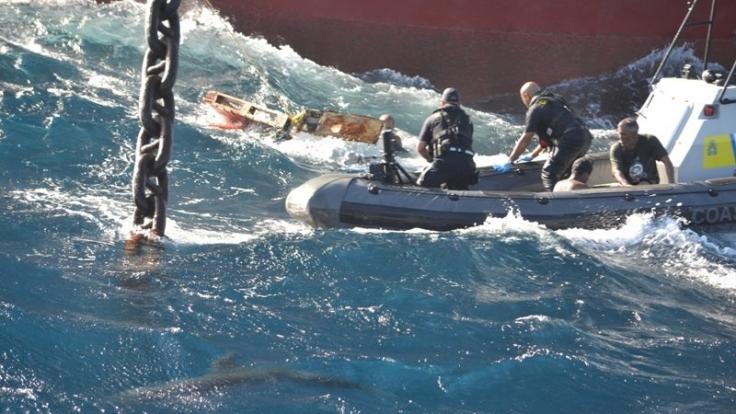Dieses Bild veröffentlichte die karibische Küstenwache auf ihrer Facebook-Seite. (Foto)