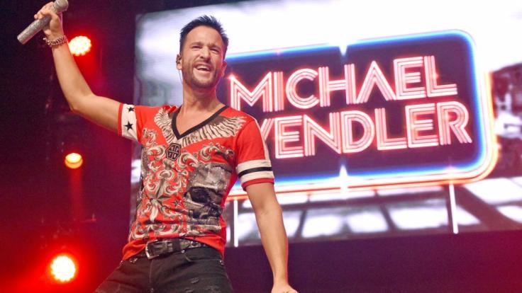 Michael Wendler zog seine Freundin Laura Müller im Mega Park auf die Bühne. (Symbolbild)