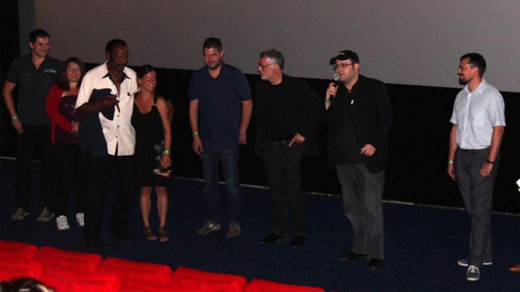 """Regisseur Nico Sentner stellt bei der Deutschlandpremiere von """"Atomic Eden"""" Cast und Crew des Streifens vor und erzählt Anekdoten vom Dreh. (Foto)"""