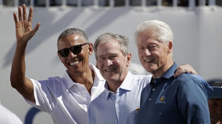 Die ehemaligen US-Präsidenten Barack Obama, George Bush und Bill Clinton wollen sich den Covid-19-Impfstoff vor laufender Kamera spritzen lassen. (Foto)