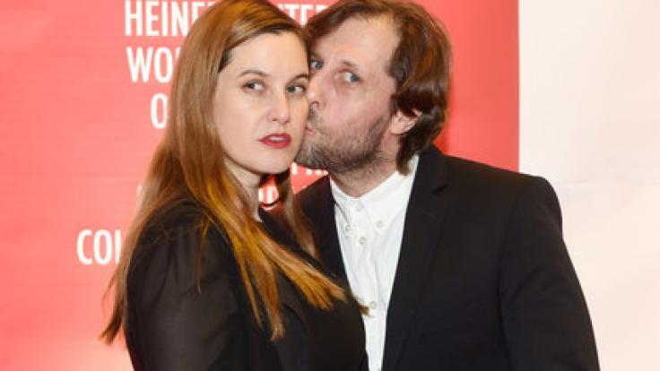 Schauspieler Oliver Korittke ist mit der Schauspielerin und Künstlerin Mirijam Verena Jeremic liiert und hat mit ihr eine Tochter namens Frida. (Foto)
