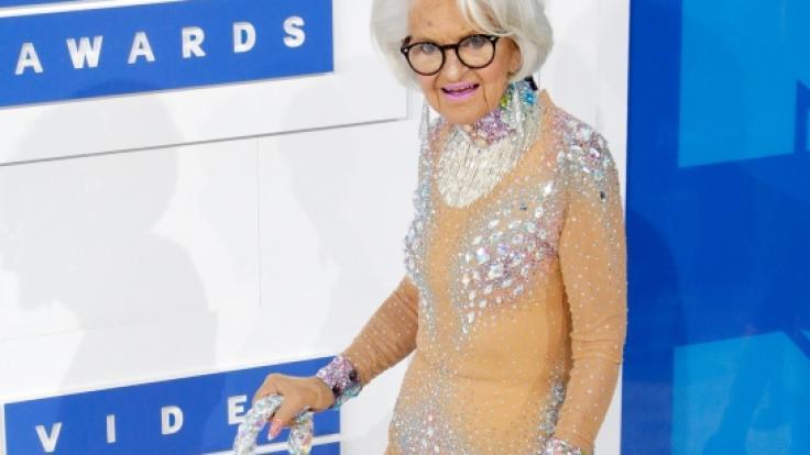 Baddie Winkle (89) durch das Internet weltberühmt geworden. Ihr gebürtiger Name ist Helen Ruth Elam Van Winkle. (Foto)