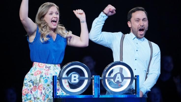 Kandidaten-Ehepaar Stephanie (30) und Farhad (30) aus Duisburg spielen um den Millionen-Gewinn. (Foto)