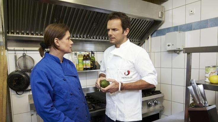Hier muss er auch Therapeut sein: Steffen Henssler mit 'O Farol'-Chefin Beate Renner
