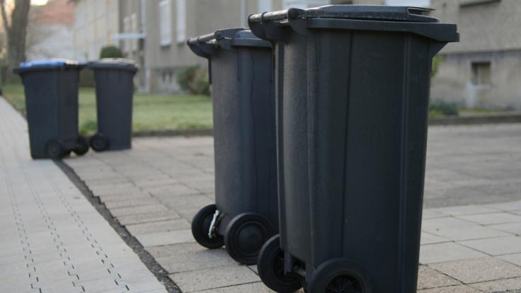 In Manchester schnüffeln Teenager die Dämpfe brennender Mülltonnen. (Symbolbild)
