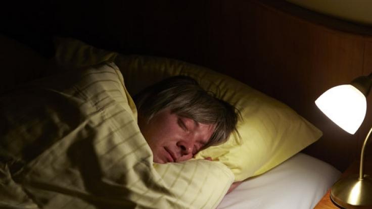 Eine gesunde Nachtruhe ist wichtig. (Foto)