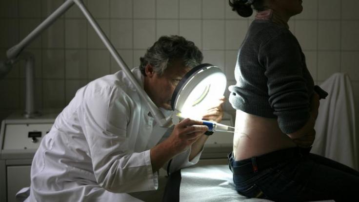Zur Kosmetologie gehört auch, Tattoos zu entfernen. (Foto)