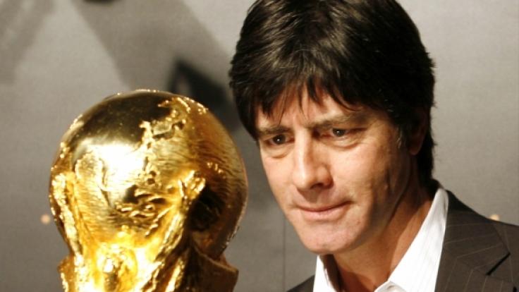 Der Pokal im Fokus: Laut Vorhersagemodell befindet sich Deutschland mit Argentinien und Spanien im erweiterten Favoritenkreis.