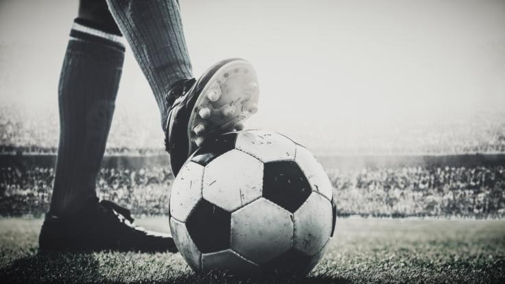 Der frühere französische Fußballnationalspieler Jean-Pierre Adams ist nach 39 Jahren im Koma gestorben (Symbolbild). (Foto)