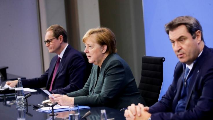 Bundeskanzlerin Angela Merkel (CDU), Berlins Regierender Bürgermeister Michael Müller (l, SPD) und der CSU-Vorsitzende Markus Söder während der Pressekonferenz im Bundeskanzleramt. (Foto)