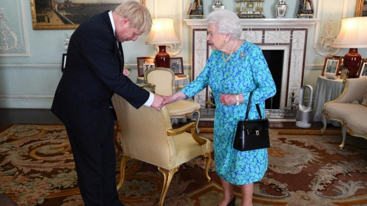 Der britische Premierminister Boris Johnson, der selbst an Covid-19 erkrankt war, wollte die Queen trotz Corona persönlich treffen. (Foto)