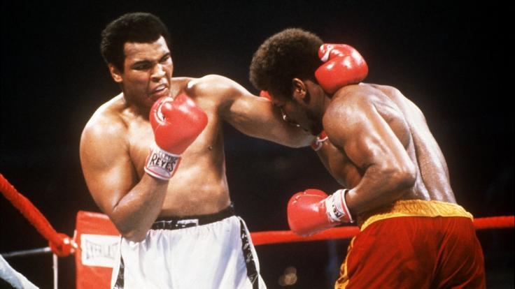 Leon Spinks beim Kampf gegen Muhammad Ali. (Foto)