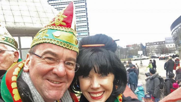 Doris Schröder-Köpf verkleidete sich zum Fashing als Asiatin. (Foto)