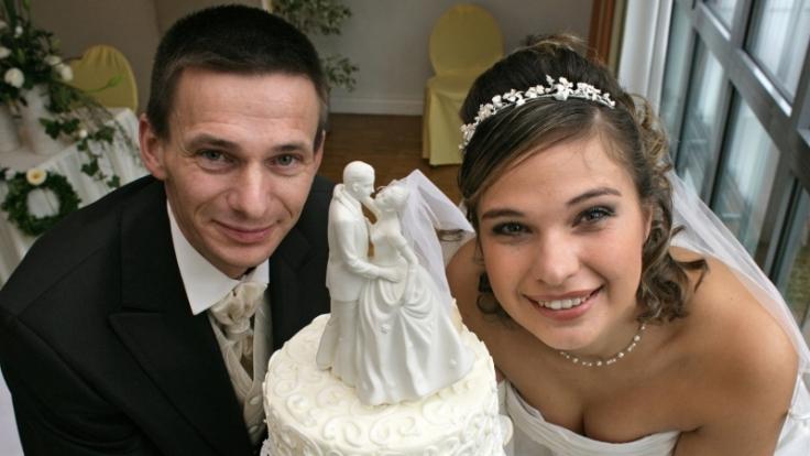Eines der schönsten und persönlichsten Geschenke für das Brautpaar ist die Hochzeitszeitung. (Foto)