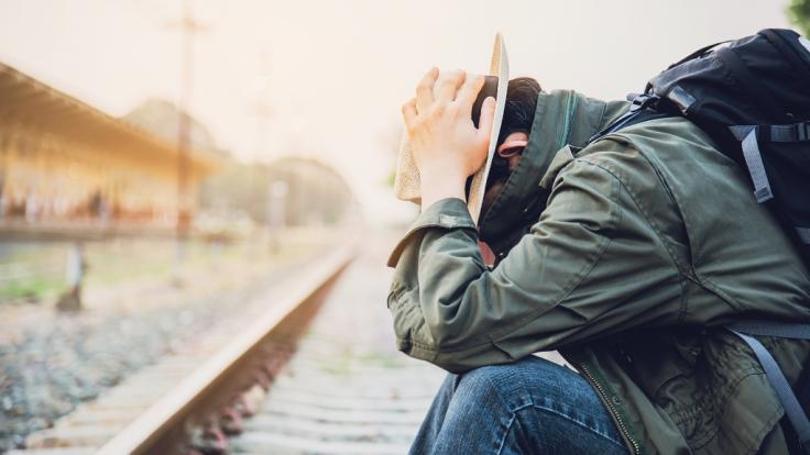 Ein Mann ließ sich die Hand von einem Zug abtrennen, um seine Versicherung zu betrügen. (Symbolfoto)