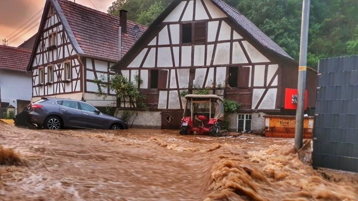 Die Wassermassen überfluteten ganze Orte. (Foto)